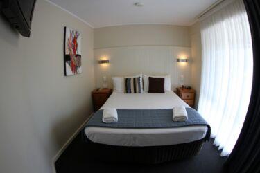 2brFamily-room2